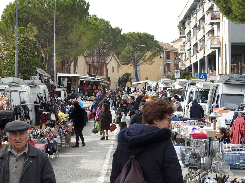 mercato settinale martedì